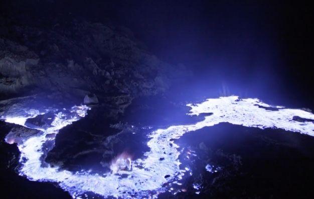 Vulkan spuckt blaue Lava aus – so kommt es zu dem