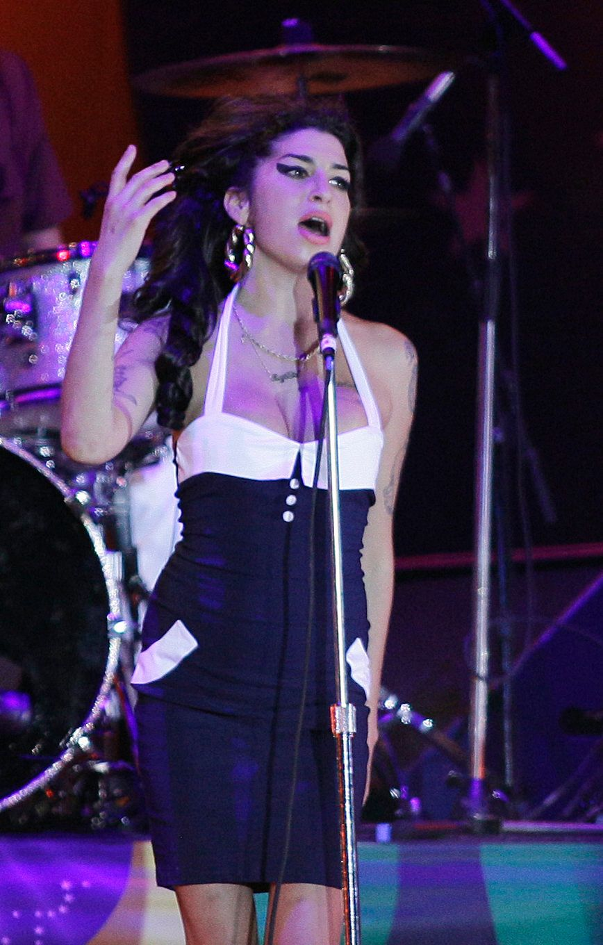British artist Amy Winehouse performs in concert in Sao Paulo, Brazil, Saturday Jan. 15, 2011. (AP Photo/Nelson Antoine)