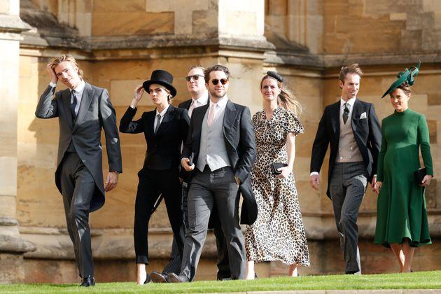 英 왕족 결혼식 참석한 카라 델레바인의 복장이 모두의 시선을 사로잡다