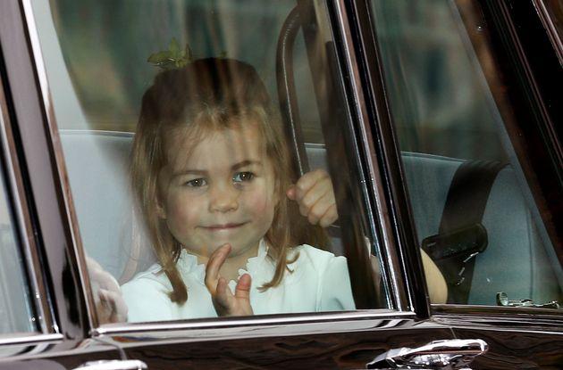 英 유지니 공주 결혼식 참석한 샬럿 공주와 조지 왕자의 사랑스러운 모습