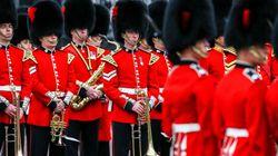 Auf royaler Hochzeit: Warum das Wachpersonal der Queen wichtigste Regel