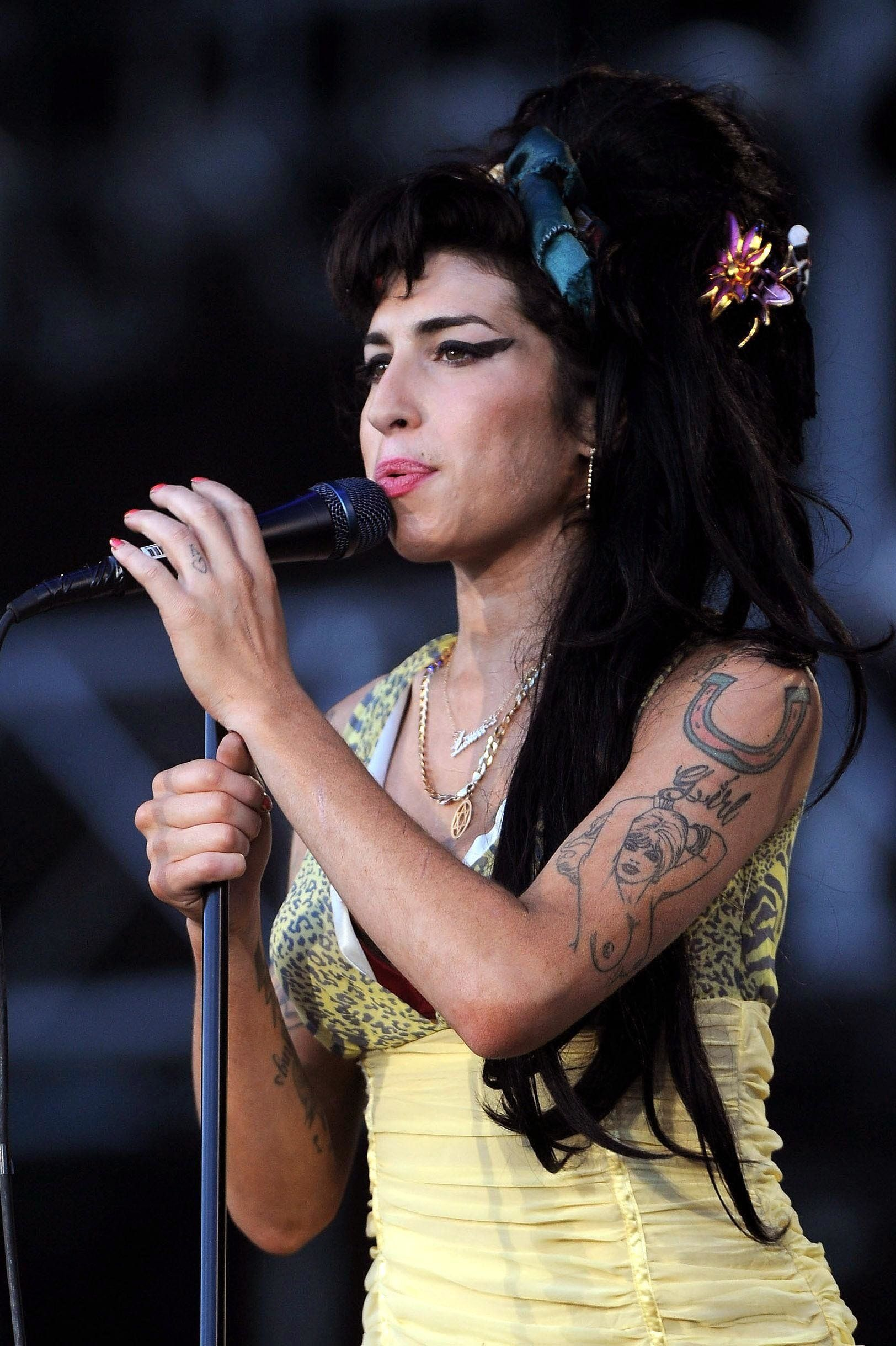 Amy Winehouse Hologram Tour Announcement Gets Mixed Reaction From