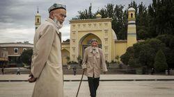 La Chine reconnaît l'internement de masse de musulmans ouïghours et tente de se