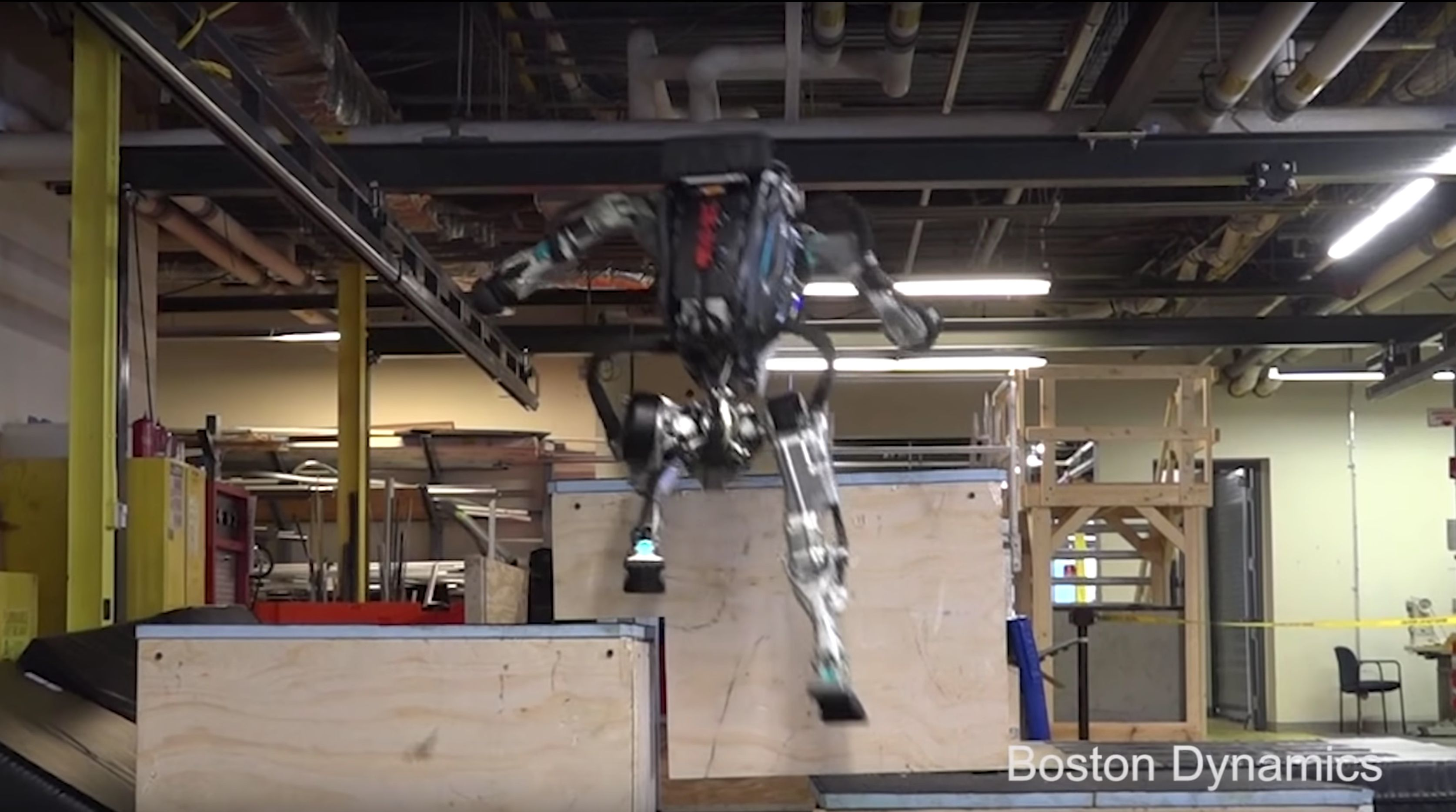 Boston Dynamics' robot Atlas does parkour.