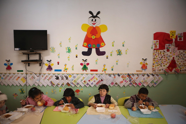 Οργή στην Ιταλία με δήμαρχο της Λέγκας που δεν επιτρέπει στα παιδιά μεταναστών να τρώνε στο