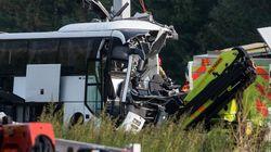 Schweiz: Deutscher Reisebus kracht in Autobahnpfosten – ein toter