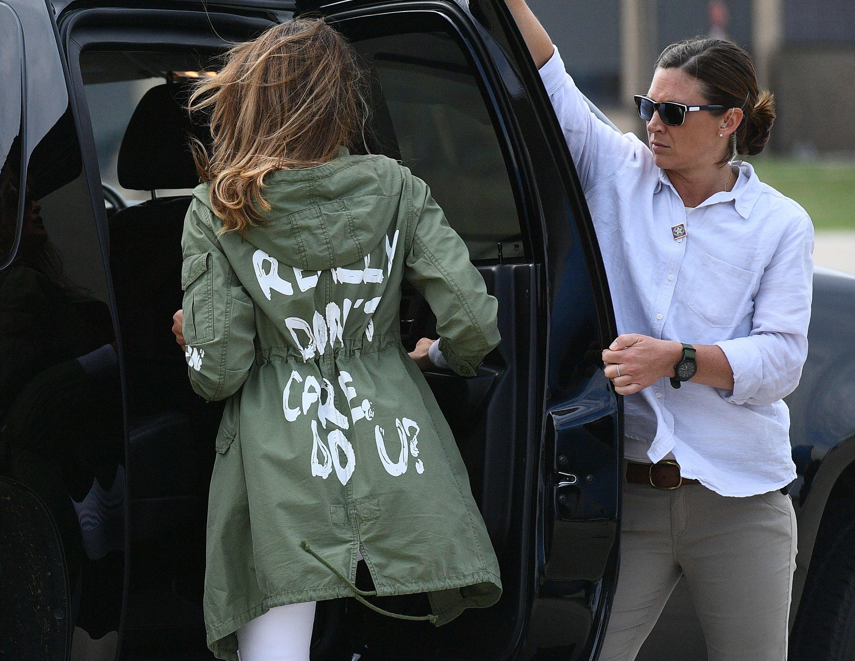 멜라니아 트럼프가 '신경 안 써' 재킷을 의도적으로 입었다고