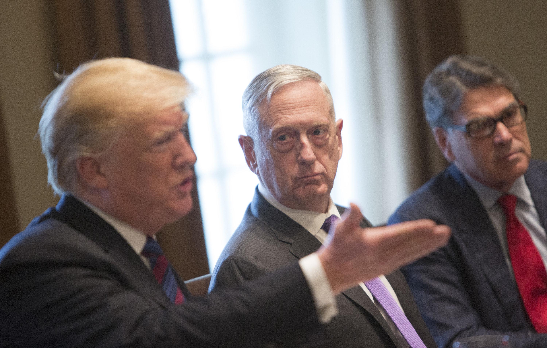 트럼프가 '민주당원' 매티스 국방장관 교체 가능성을