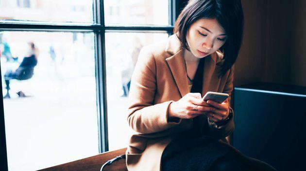 Η «βρώμικη δουλειά» των content moderators στα social media και οι συνέπειές της