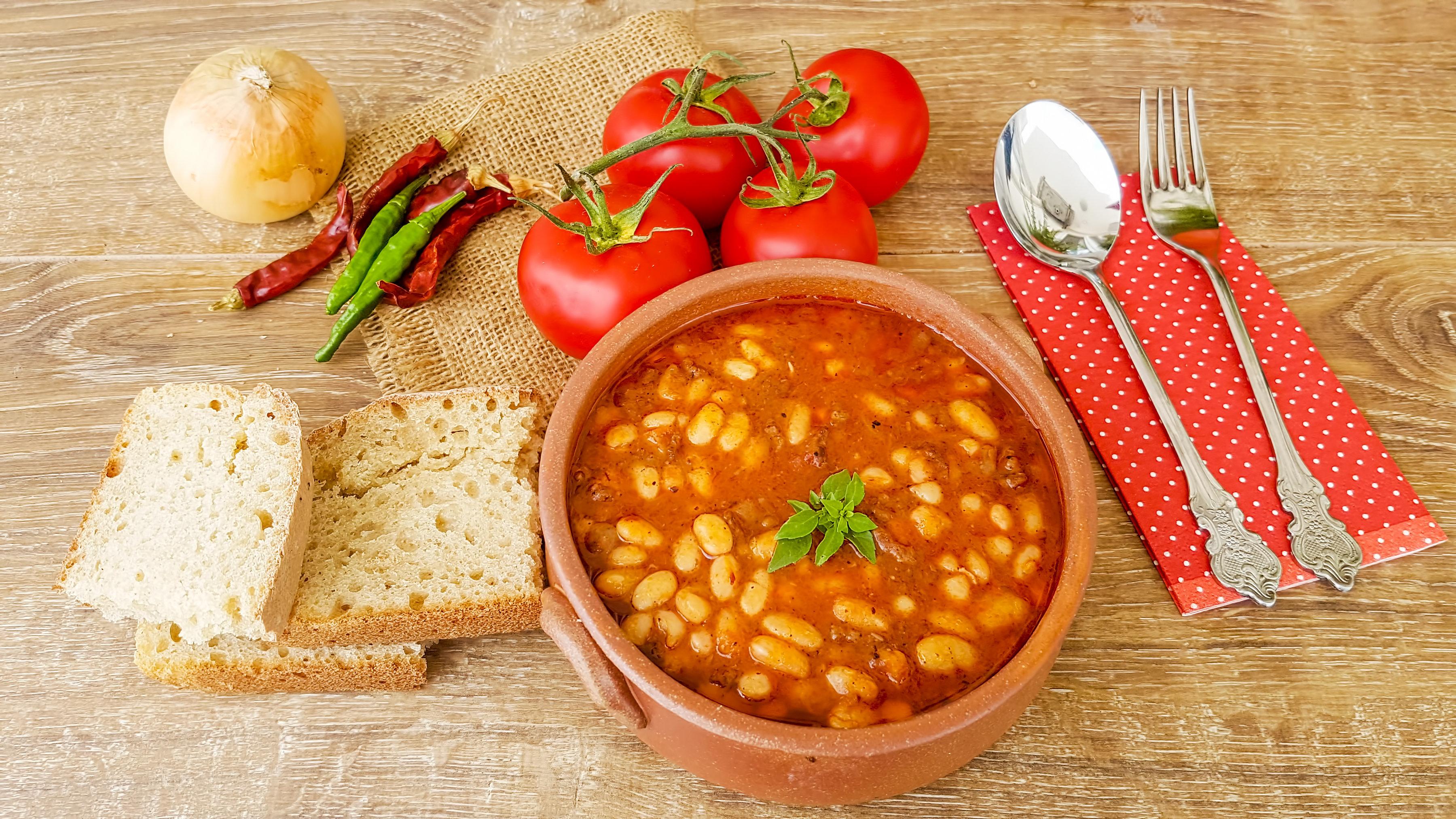 Μεσογειακή ή διεθνή κουζίνα. Τι τρώνε οι Έλληνες που εμπιστεύονται περισσότερο τη μαμά τους για τη διατροφή