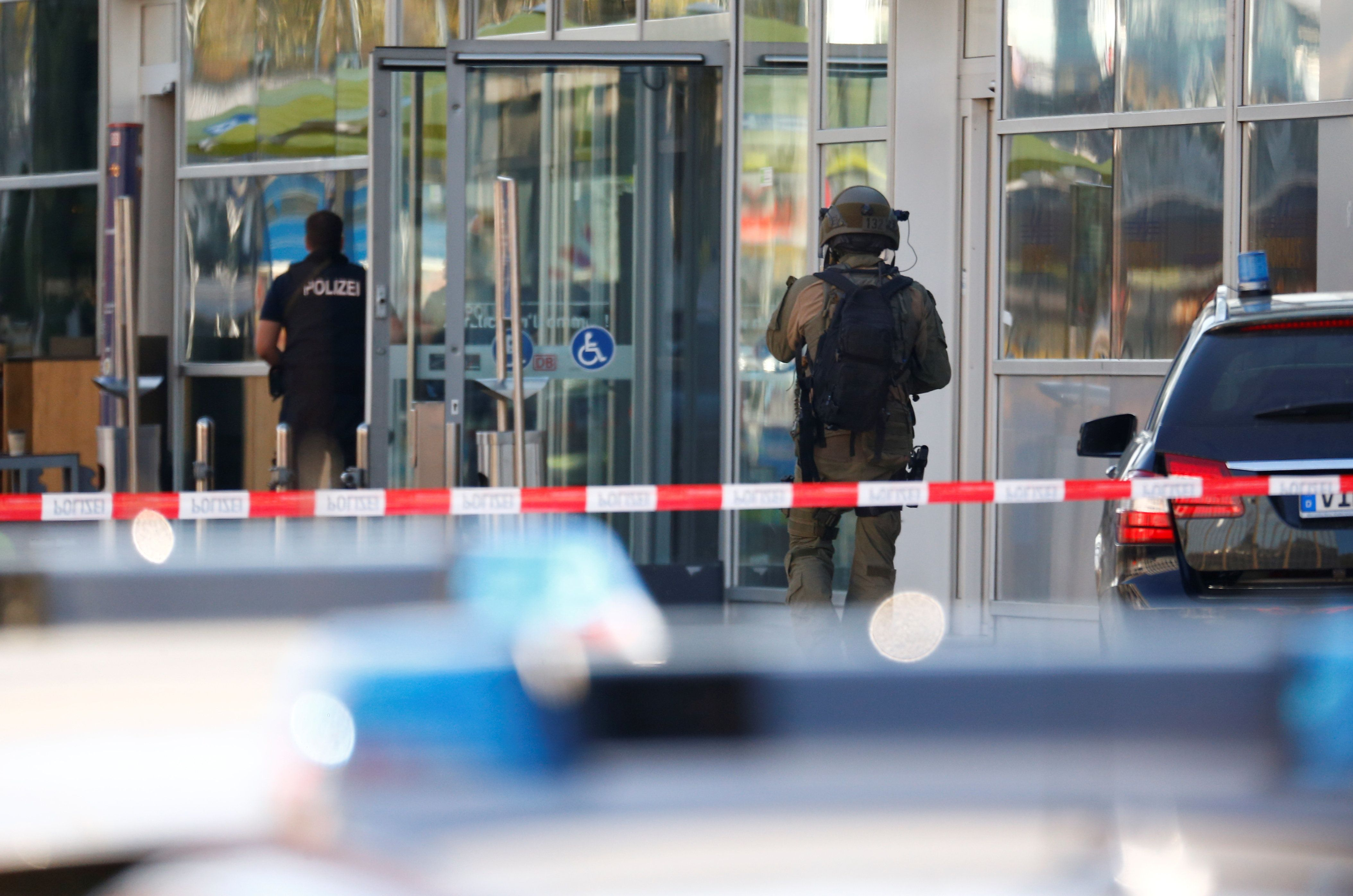 Police Free Hostage And Capture Suspect After Cologne Train Station