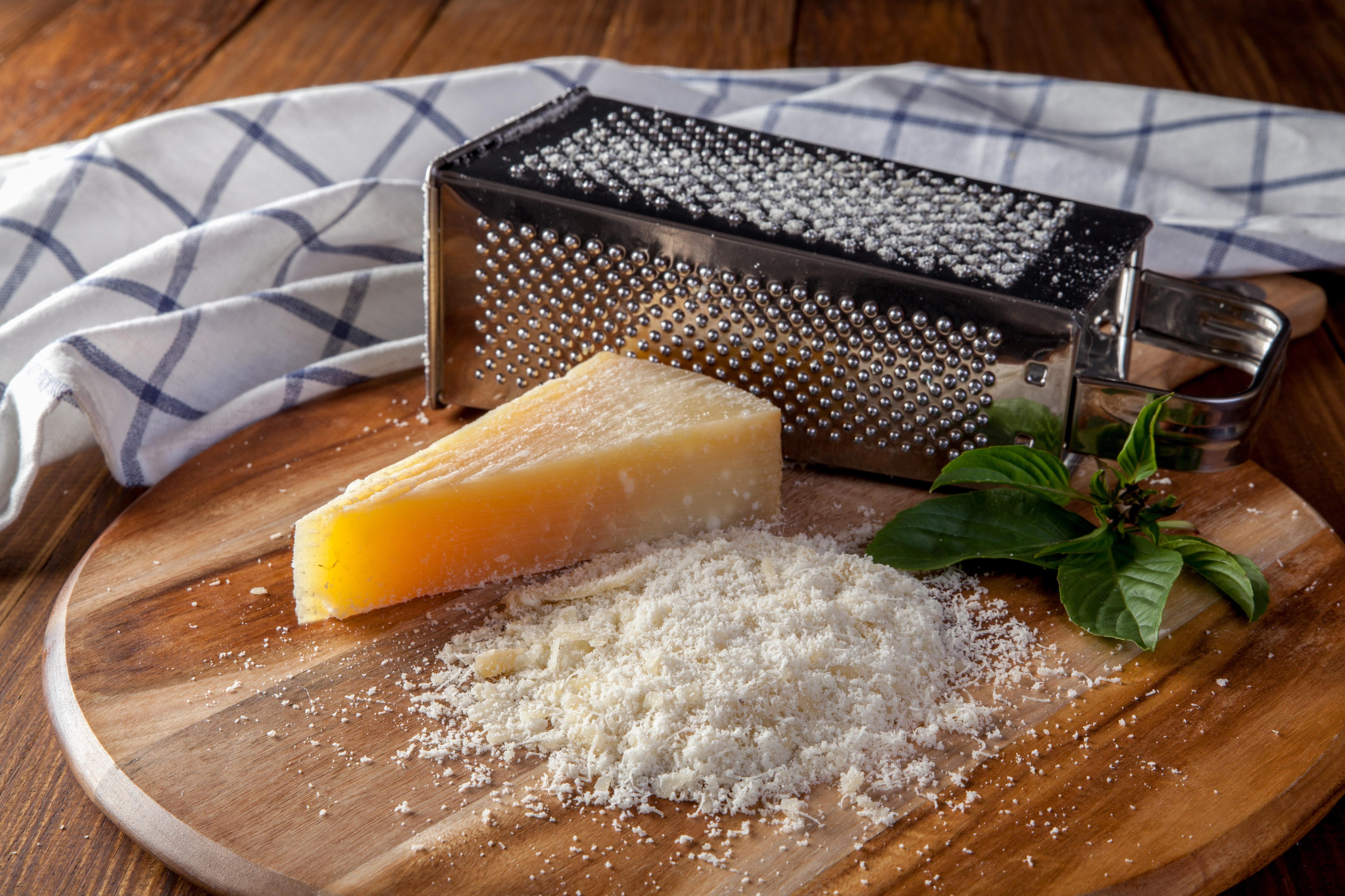 Αυτό το βίντεο αποδεικνύει ότι τόσο καιρό τρίβουμε το τυρί