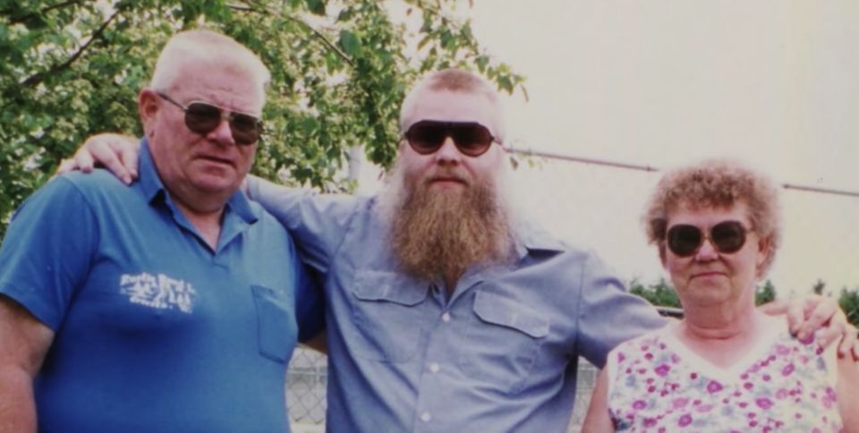 A photograph of Steven and his parents, Allan and Dolores Avery, is shown during the 'Making A Murderer...