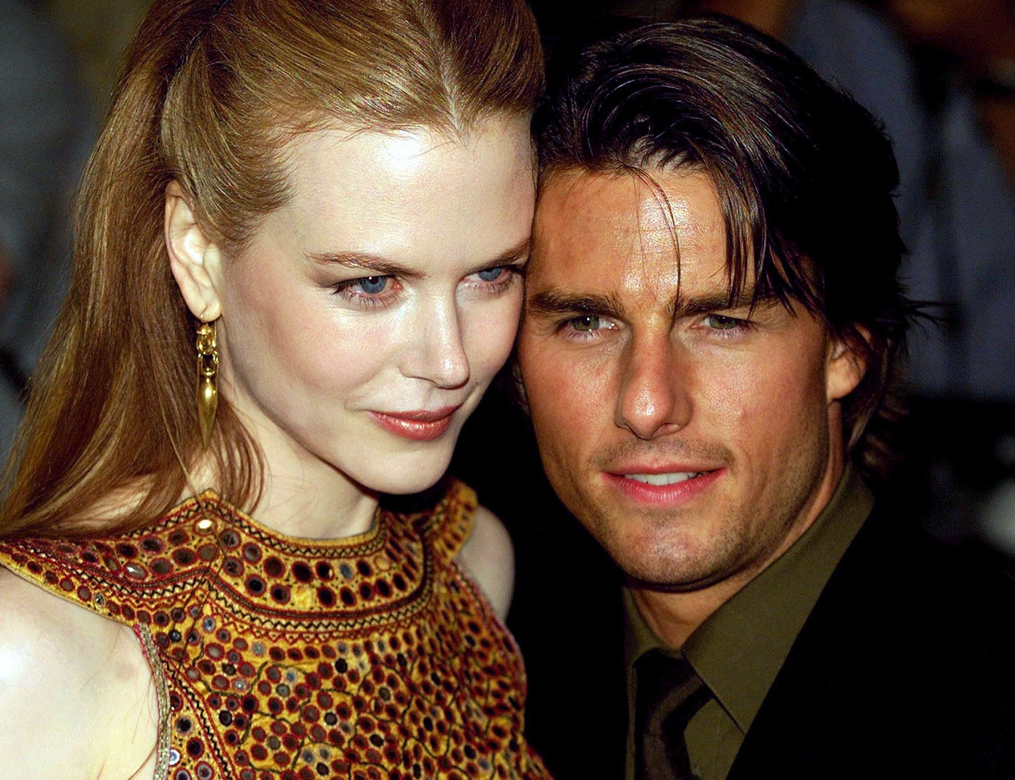 """Australian Nicole Kidman and husband Tom Cruise of the U.S. arrive for the U.K. premier of Stanley Kubrick's """"Eyes Wide Shut"""" in London's West End September 3. [The story of jealousy and sexual obsession by director Kubrick, who died shortly after completing the movie, will open in cinemas across the U.K.  on September 10.]  ??»"""