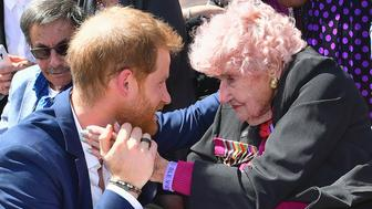 SYDNEY, AUSTRALIA - OCTOBER 16:  Prince Harry, Duke of Sussex greets royal fan and war widow Daphne Dunne (R) at the Sydney Opera House on October 16, 2018 in Sydney, Australia. The Duke and Duchess of Sussex are on their official 16-day Autumn tour visiting cities in Australia, Fiji, Tonga and New Zealand.  (Photo by Samir Hussein/Samir Hussein / WireImage)