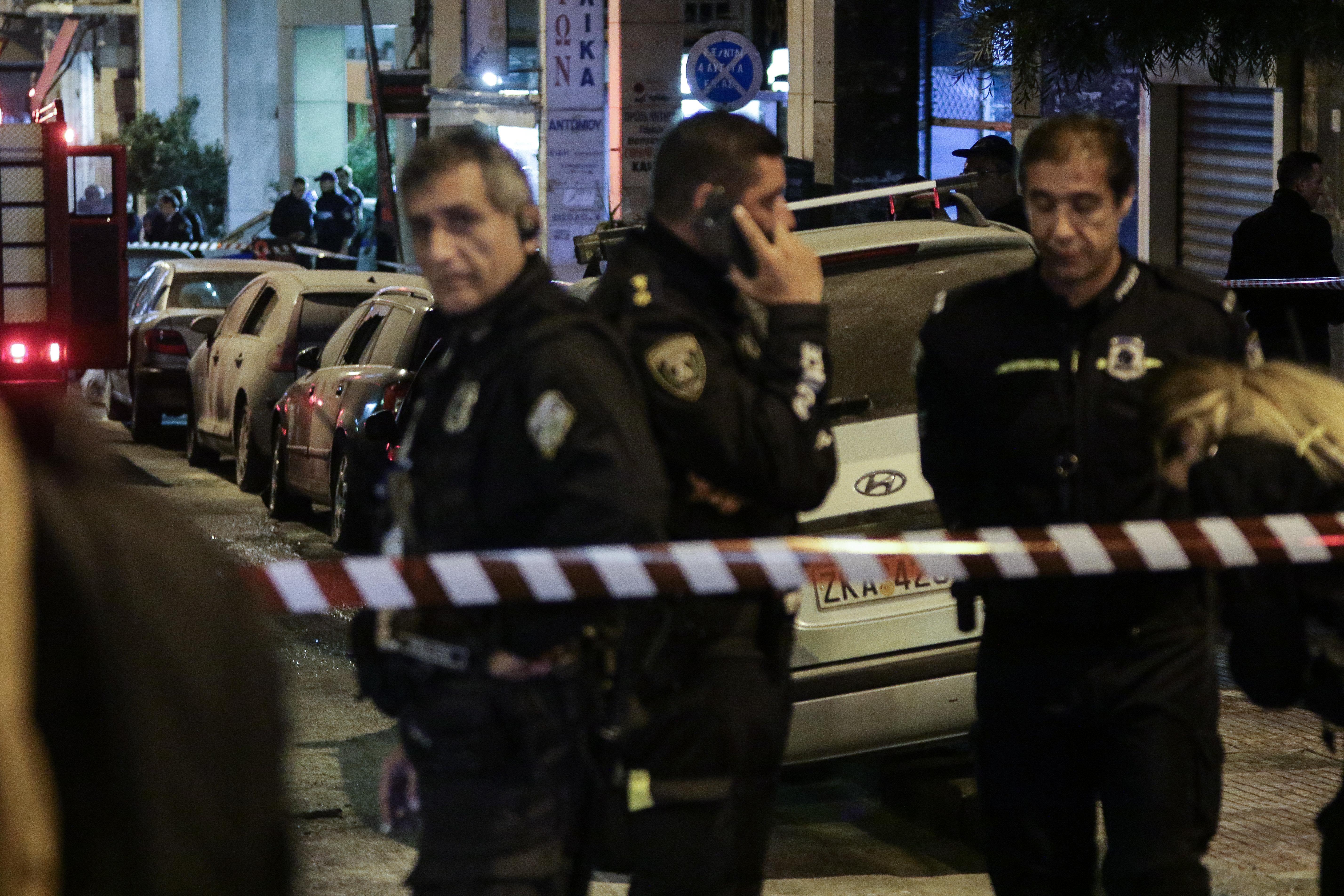 Στα… κάγκελα οι αστυνομικοί για την επίθεση στο Α.Τ. Ομονοίας. Καλούν σε