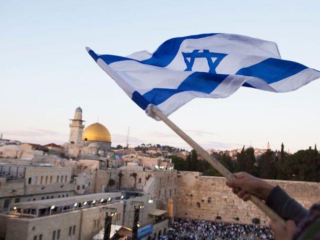 Το ενδεχόμενο να μεταφέρει την πρεσβεία της στο Ισραήλ στην Ιερουσαλήμ εξετάζει η