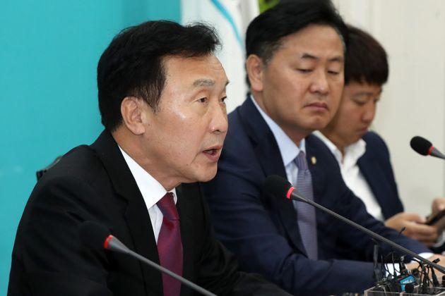 손학규 바른미래당 대표가 한국당과의 보수통합론에 대해