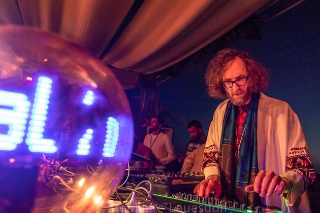 Le DJ allemand Acid Pauli lors de son set au festival Moga, le 14 octobre