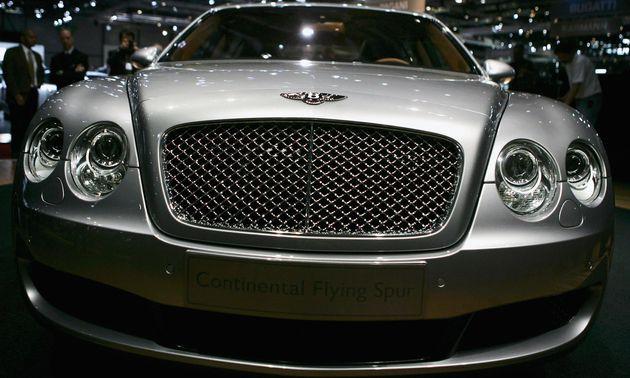 Ποια κυβέρνηση φτωχής χώρας αγοράζει τρεις Bentley και 40
