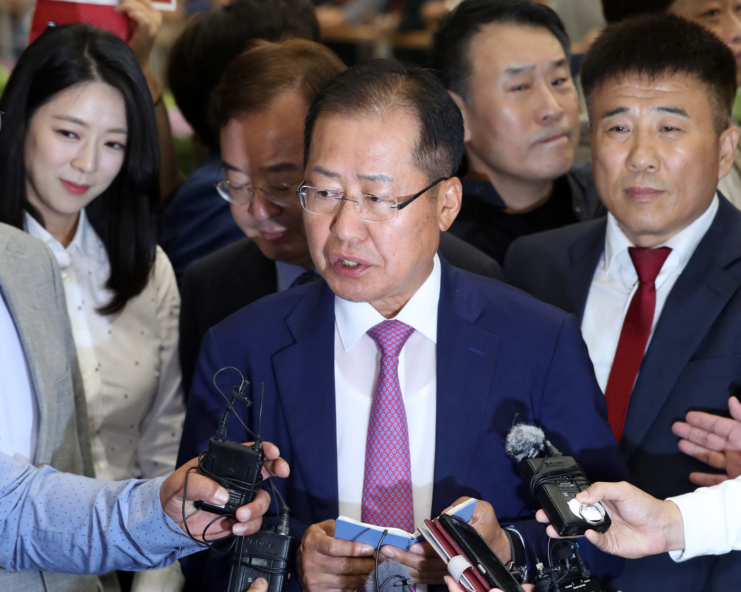 홍준표 전 대표가 '더는 침묵하지 않겠다'고 선언했다