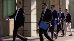 Mehrere Ex-Neonazis gehen in Bundestagsgebäude – was dann passiert, entlarvt die