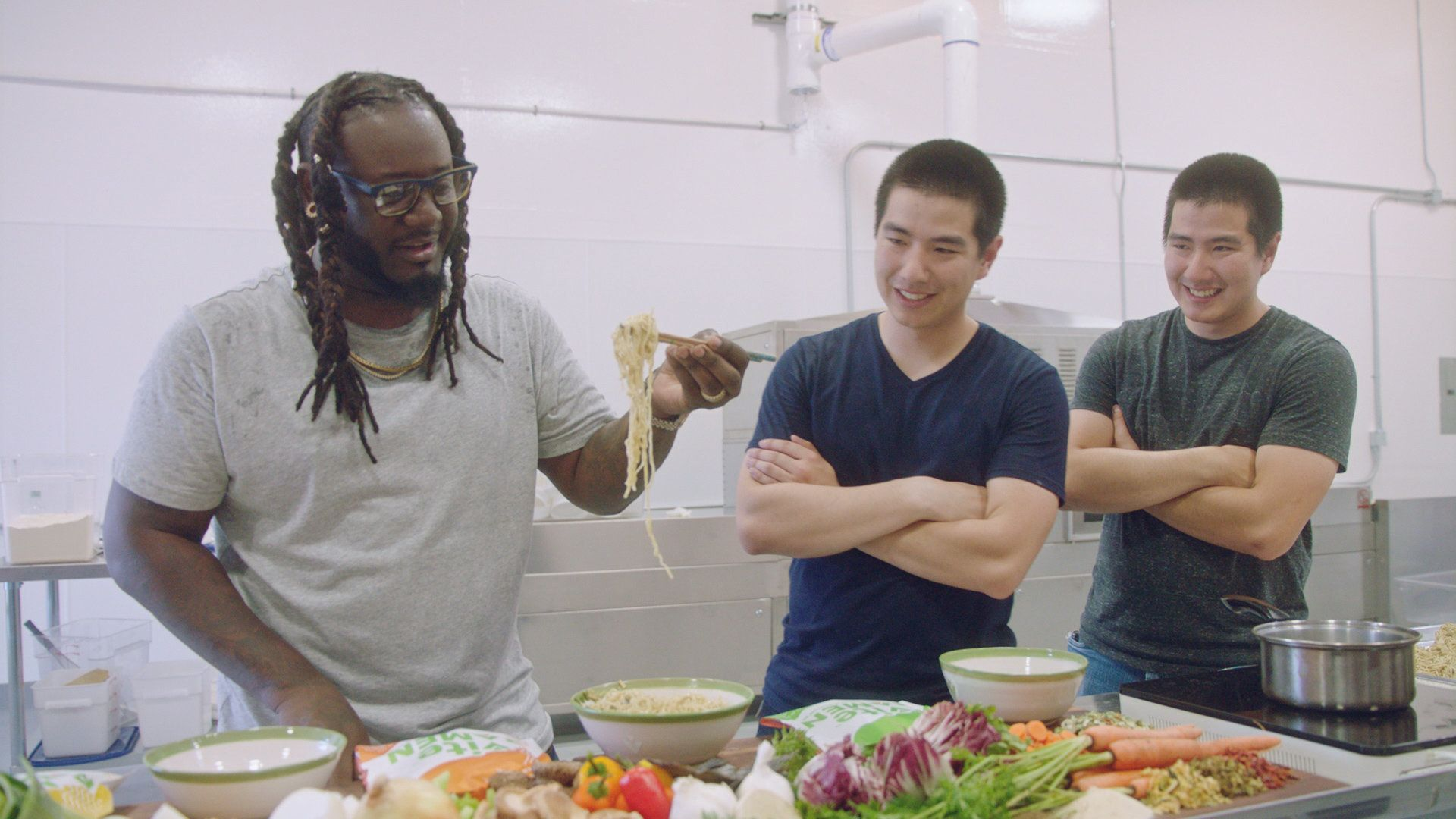 """T-Pain tries ramen on his new series, """"T-Pain's School of Business,"""" on Fuse TV."""
