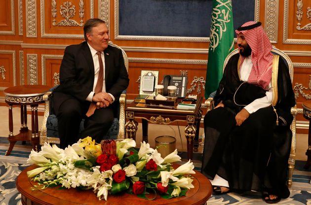 마이크 폼페이오 미국 국무장관이 무함마드 빈 살만(MBS) 사우디아라비아 왕세자와 회동하고 있다. 리야드, 사우디아라비아. 2018년