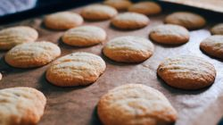 쿠키에 사람 뼛가루를 더해 친구들에게 먹인