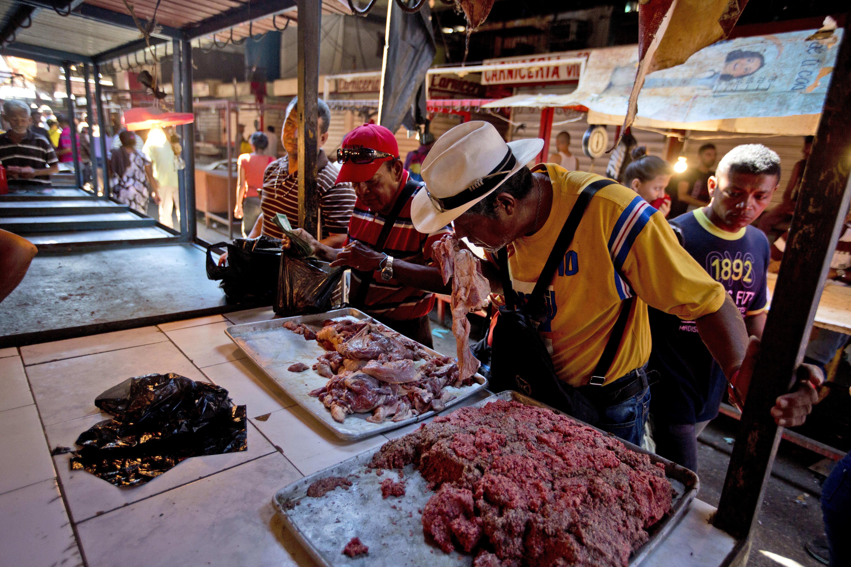 4' στη Βενεζουέλα. Εκεί που πας να πάρεις φαγητό για τα παιδιά σου και γυρίζεις πίσω με σάπιο κρέας
