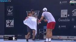어쩌면 테니스 룰을 바꿀지도 모르는 스페인 선수의 수건