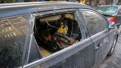 Φωτό: Οι επιδρομείς στο ΑΤ Ομόνοιας έσπαγαν τζάμια αυτοκινήτων και έριχναν εύφλεκτο