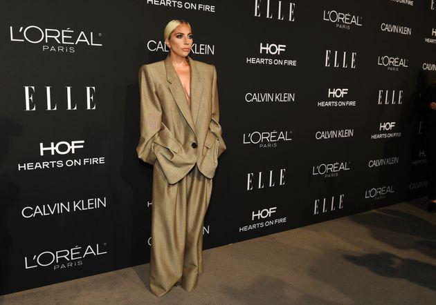 Ce costume de Lady Gaga a une signification