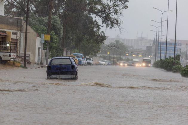 Un mort, une quinzaine de routes coupées et cours suspendus à causes de fortes pluies dans le centre-ouest...