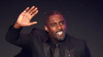 LONDON, ENGLAND - SEPTEMBER 24: Idris Elba waves to the crowd during the The Best FIFA Football Awards Show at Royal Festival Hall on September 24, 2018 in London, England.  (Photo by Dan Istitene/Getty Images)