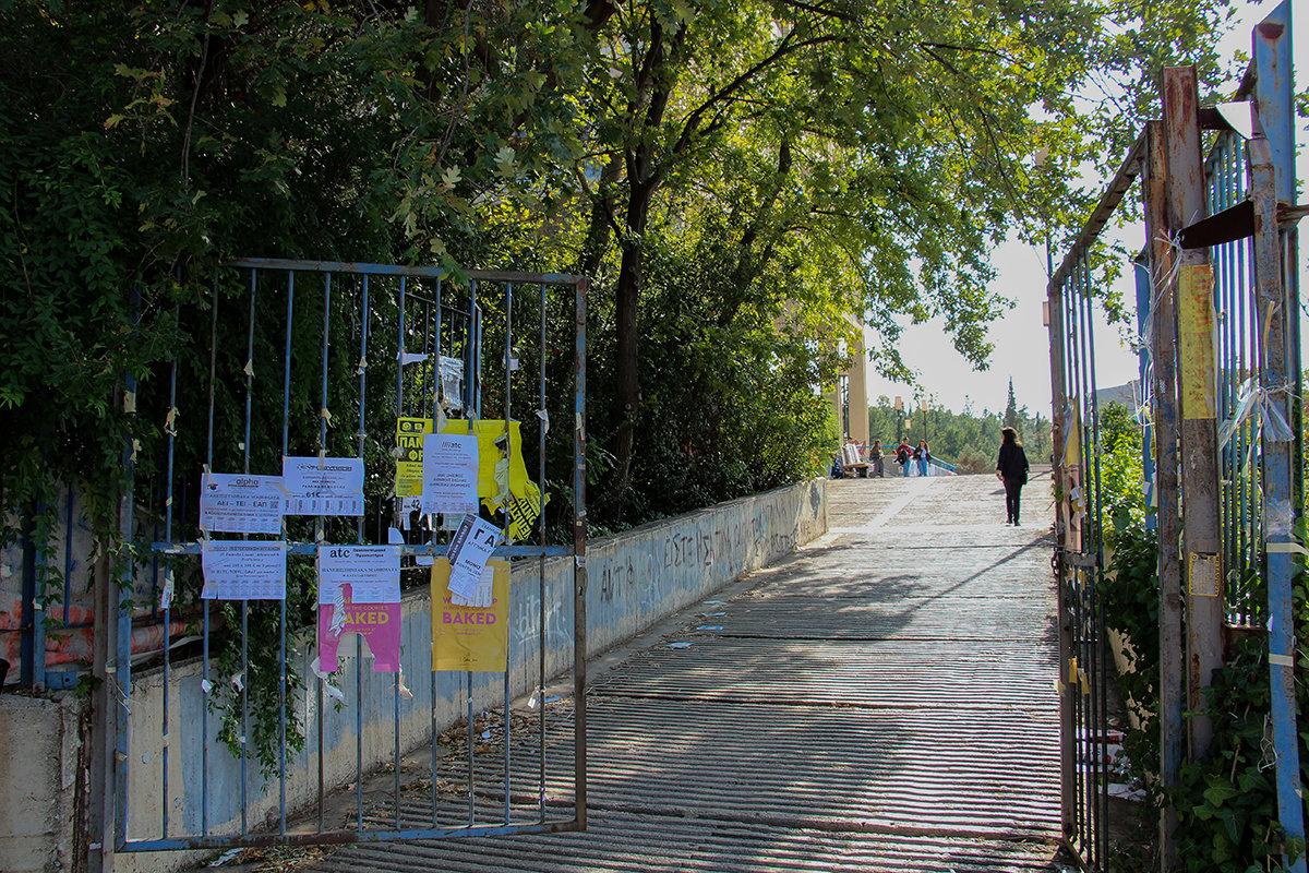 Ο Ρουβίκωνας διάβηκε και την Φιλοσοφική, μια ωραία, συνηθισμένη μέρα στο ελληνικό