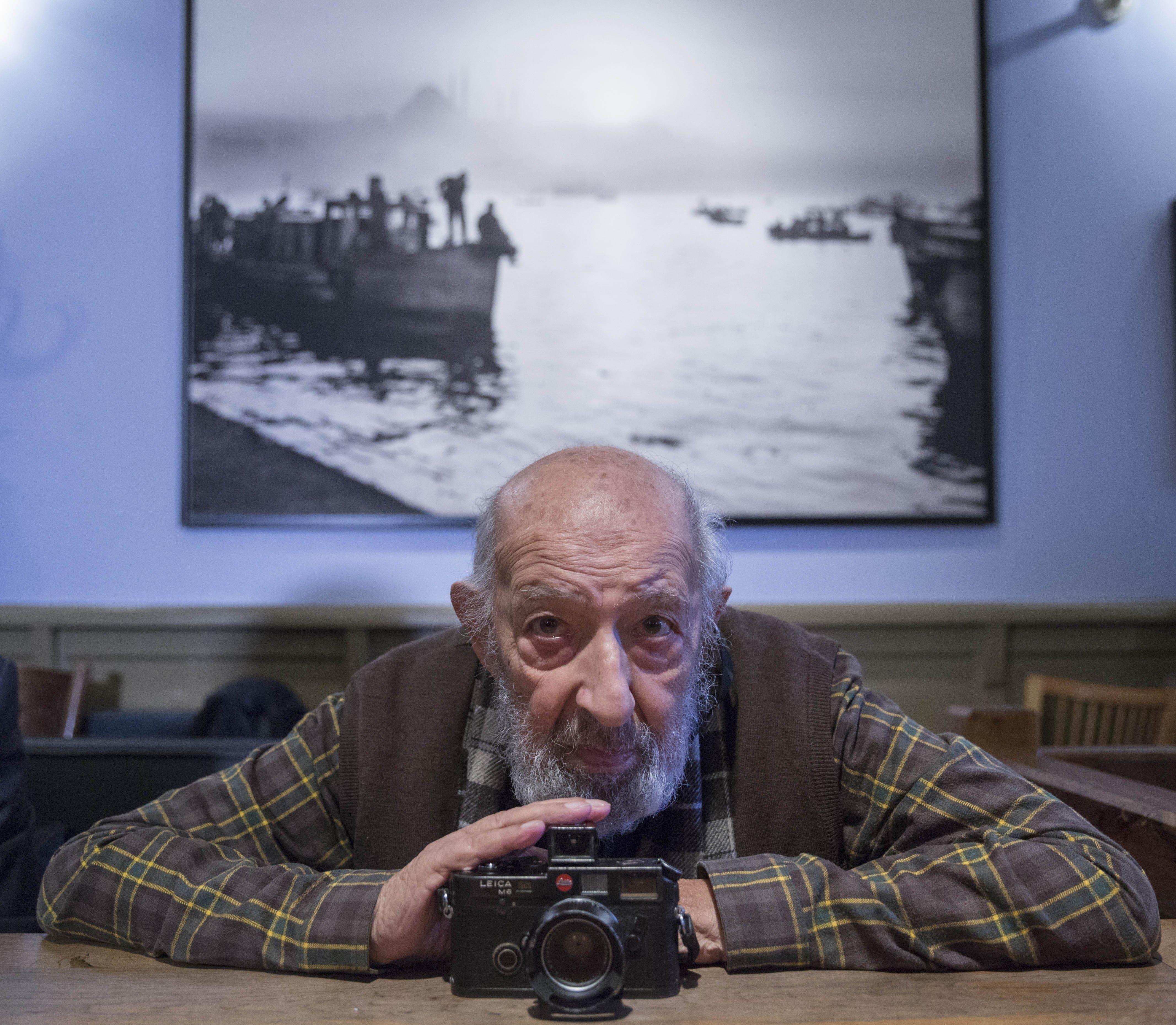 Πέθανε ο φωτογράφος Αρά Γκιουλέρ σε ηλικία 90