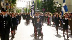 Το 1999 ήταν ο πρώτος σημαιοφόρος με κινητική αναπηρία. Σήμερα αγωνίζεται για την ανεξάρτητη