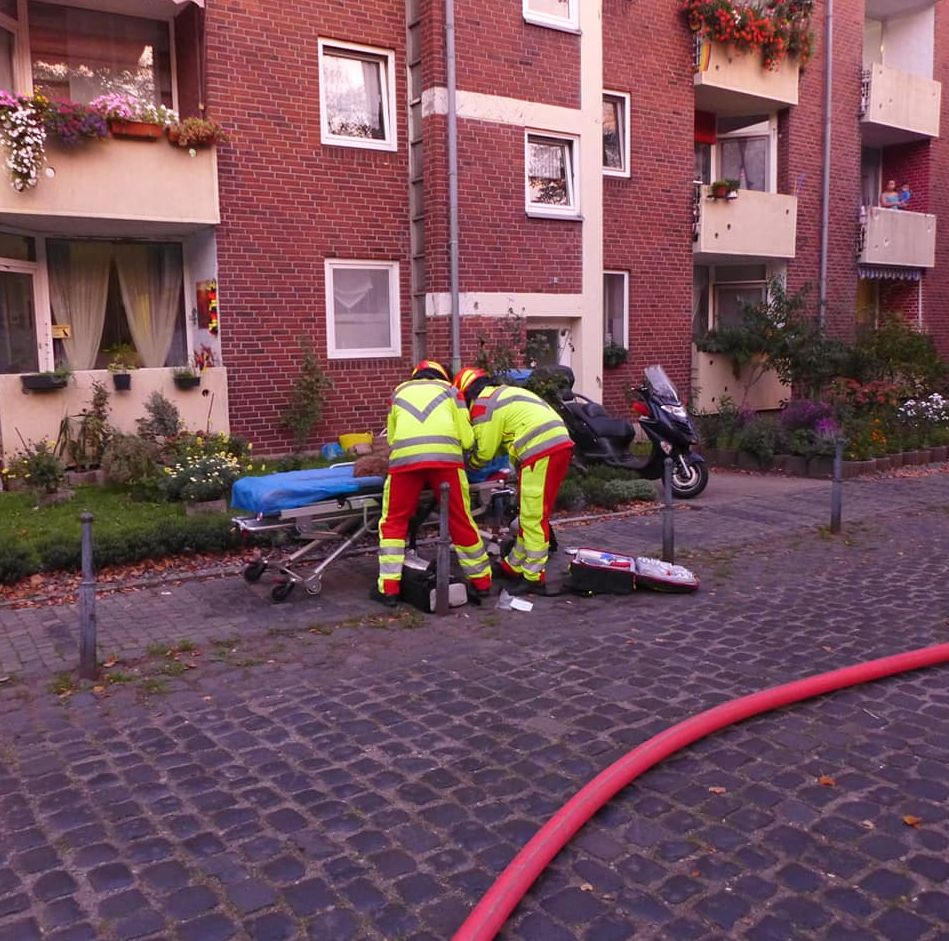 Hunde-Rettung: Wohnung fängt Feuer, dann hört ein Nachbar verängstigtes