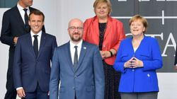 Macron, Merkel, Michel et Bettel boivent une bière en plein bar à Bruxelles sous le regard amusé des