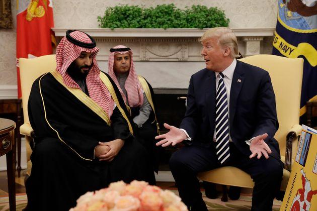 사우디아라비아의 왕위 계승자이자 실질적 지도자인 무함마드 빈 살만 왕세자가 백악관을 방문해 도널드 트럼프 미국 대통령을 만났을 때의 모습. 2018년