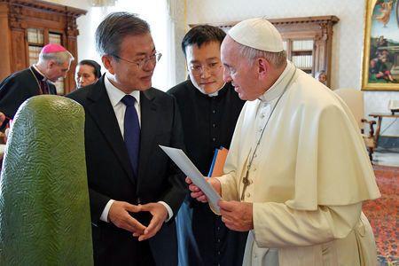 교황 방북은 트럼프가 북핵 해결 서두르게 하는 문대통령의 절묘한 한 수라는 평가가