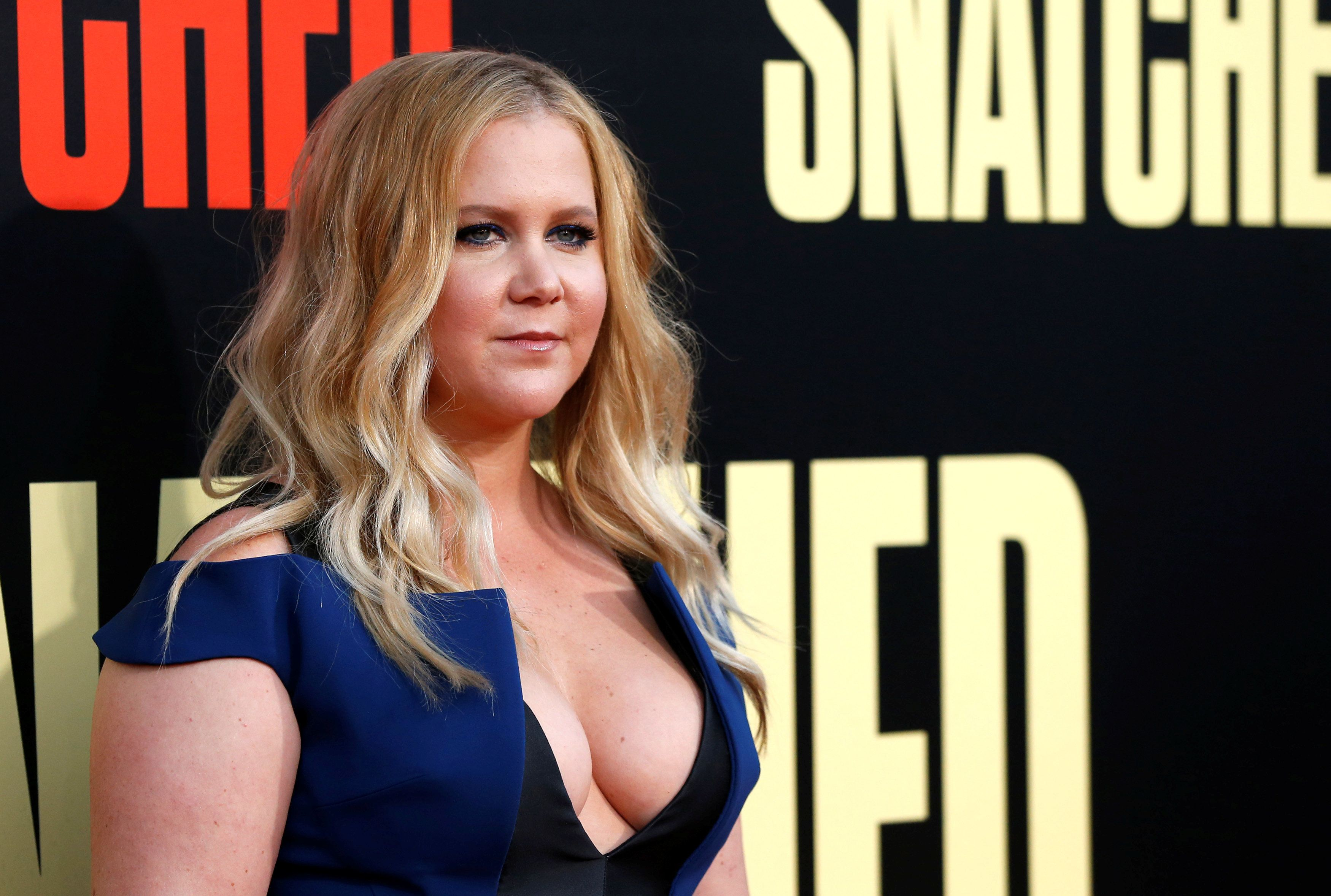 "Cast member Amy Schumer poses at the premiere of the movie ""Snatched"" in Los Angeles, California, U.S., May 10, 2017.   REUTERS/Mario Anzuoni"