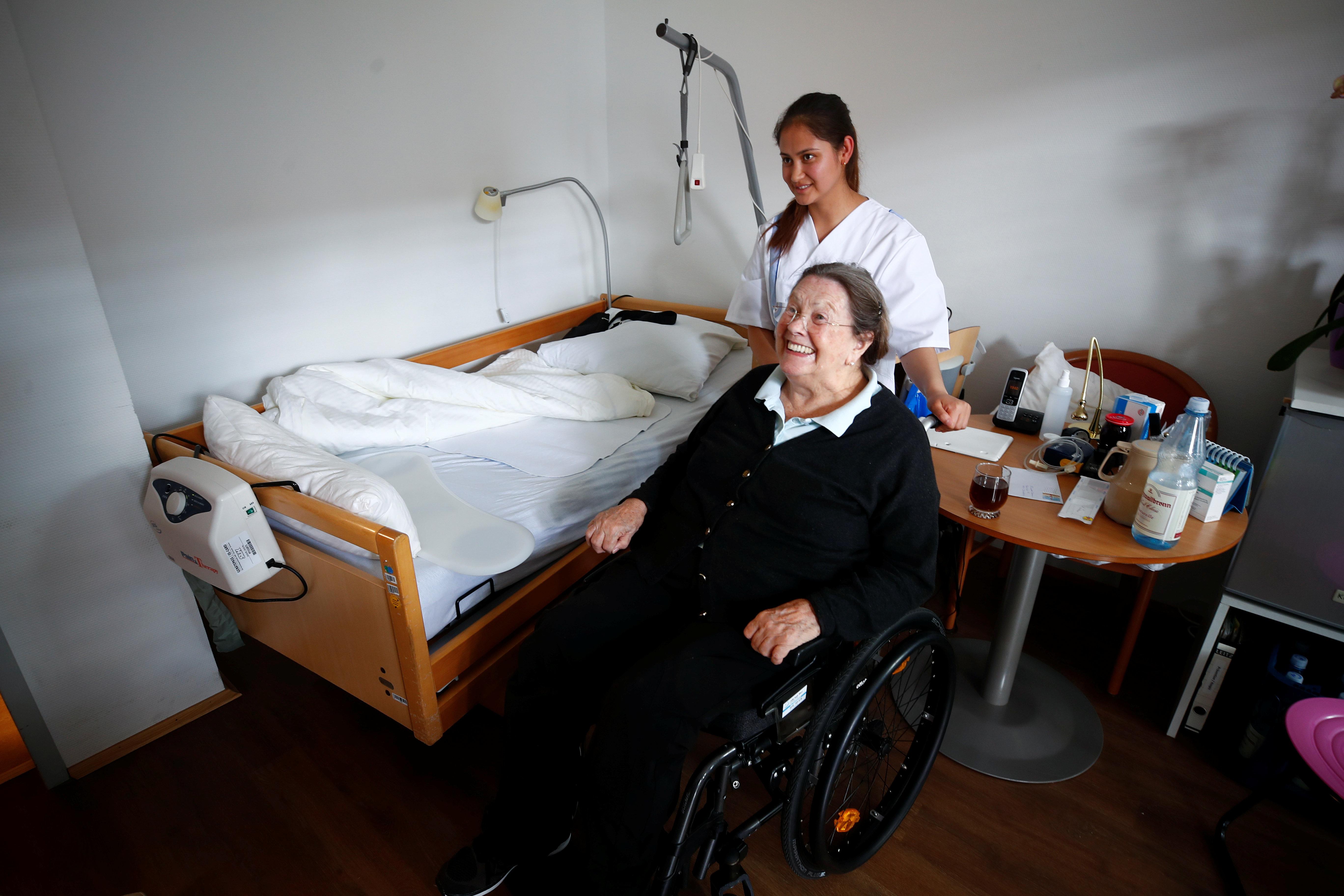 Flüchtlinge in der Pflege, funktioniert das? Ein Ortsbesuch in Vilsbiburg in