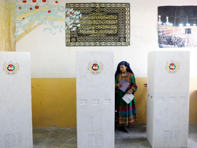 Εκρήξεις σε εκλογικά κέντρα στην Καμπούλ την ώρα που οι Αφγανοί ψηφίζουν για τις βουλευτικές
