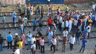Indian people gather at the scene of an accident along railroad tracks in Amritsar on October 20, 2018, after revellers who gathered on the tracks were killed by a moving train on October 19. - A speeding train ran over revellers watching fireworks during a Hindu festival in northern India on October 19, killing more than 50 people, with eyewitnesses saying they were given no warning before disaster struck. (Photo by NARINDER NANU / AFP)        (Photo credit should read NARINDER NANU/AFP/Getty Images)