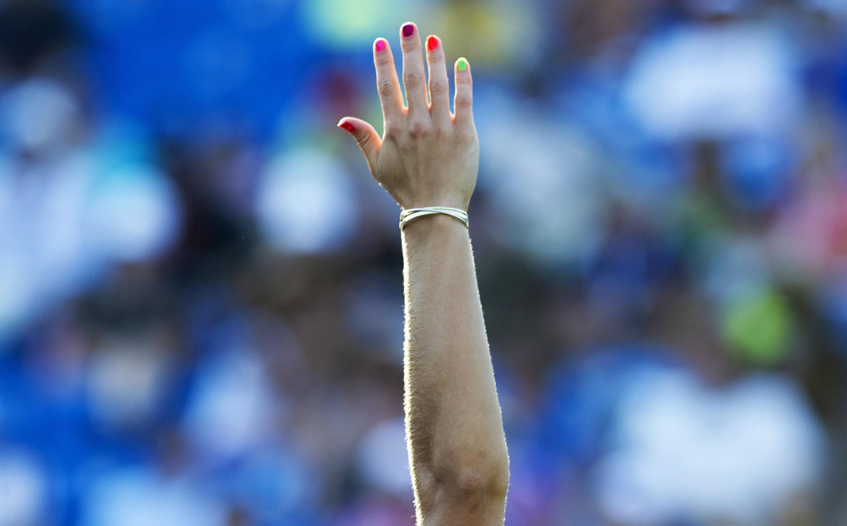 Έρευνα συνδέει το μήκος των δαχτύλων των χεριών με τον σεξουαλικό μας προσανατολισμό. Και προκαλεί