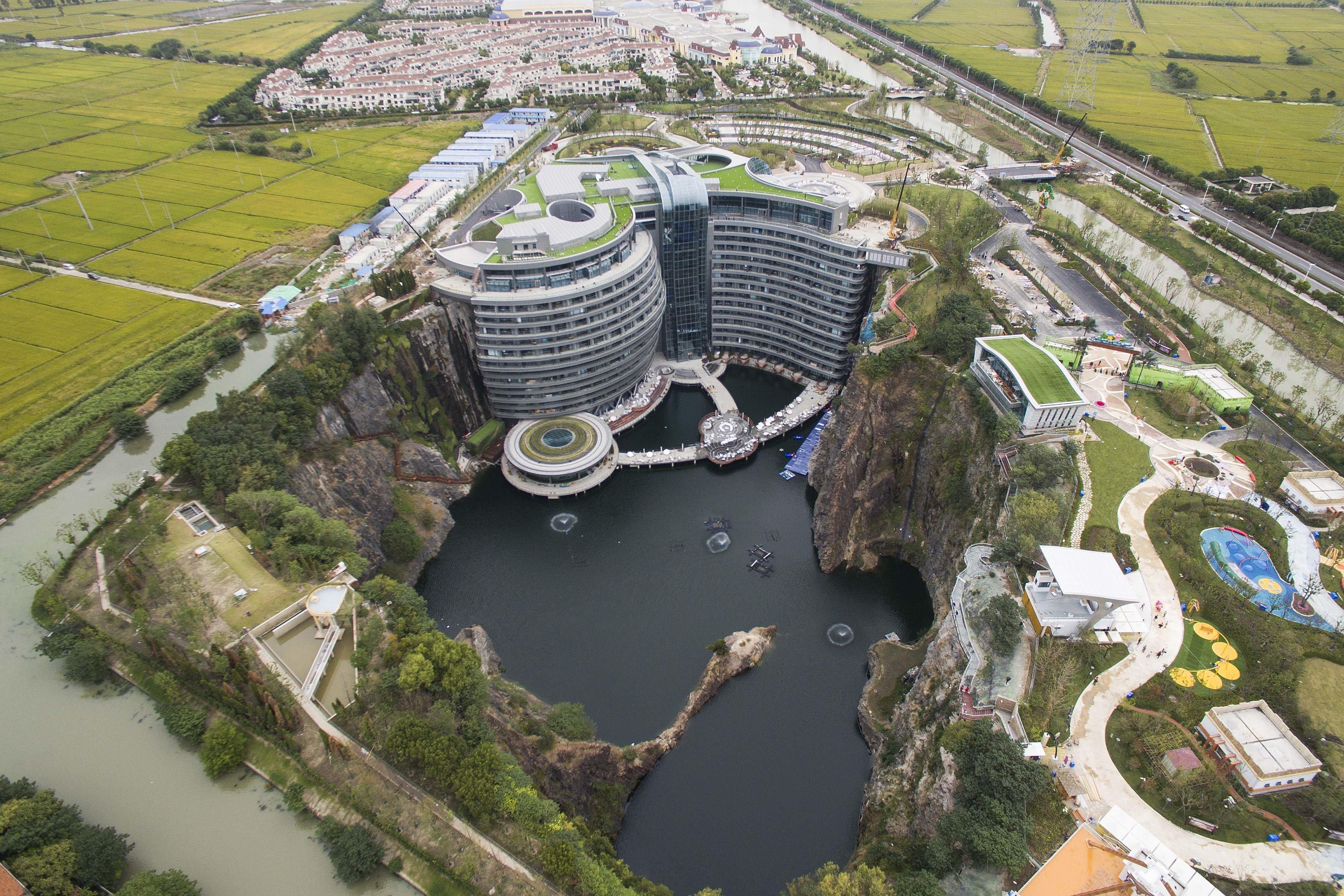 Σανγκάη: Το πρώτο ξενοδοχείο στον κόσμο που χτίστηκε σε