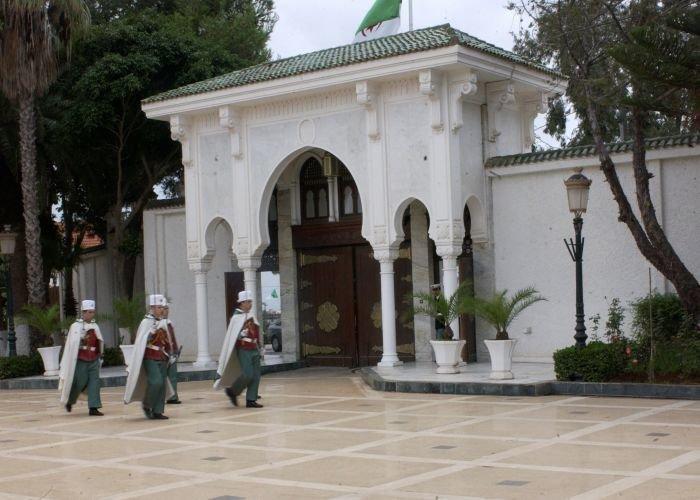 L'affaire des généraux emprisonnés est liée à l'échéance présidentielle, selon Abdelaziz Rahabi et Djilali