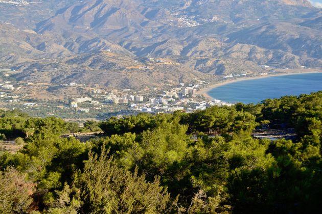 Άποψη του νησιού από το δάσος της Αγίας